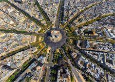 L'Arc de Triomphe – © Yann Arthus Bertrand paris-vu-ciel-2