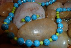 Necklace and earrings of turquoise in lime and turquoise with