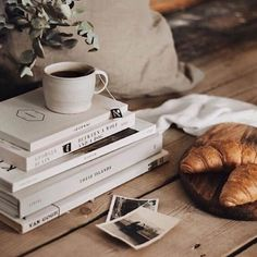 Flat Lay Photography, Coffee Photography, Life Photography, Concept Photography, Autumn Aesthetic, Book Aesthetic, Fall Inspiration, Morning Inspiration, Tableaux D'inspiration