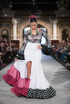 Mónica Mendez - We Love Flamenco 2018 - Sevilla Flamenco Costume, Spanish Dress, Spanish Fashion, Prom Dresses, Formal Dresses, Dress Codes, Indian Beauty, Fashion Show, Fashion Dresses
