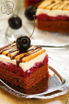 Butterkeks-Kirsch-Kuchen   Liebe Naschkatzen,  mit dem Rezept zu diesem leckeren Butterkeks-Kirsch-Kuchen verbinde ich einen langen Weg, e...