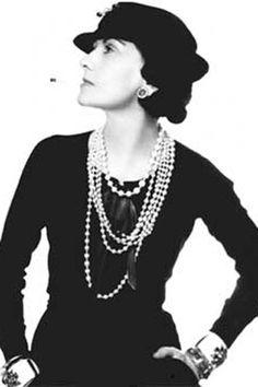 Coco Chanel, pseudonimo di Gabrielle Bonheur Chanel (Saumur, 19 agosto 1883 – Parigi, 10 gennaio 1971), è stata una celebre stilista francese, capace con la sua opera di rivoluzionare il concetto di femminilità e di imporsi come figura fondamentale del fashion design e della cultura popolare del XX secolo. Ha fondato la nota casa di moda che porta il suo nome, Chanel.