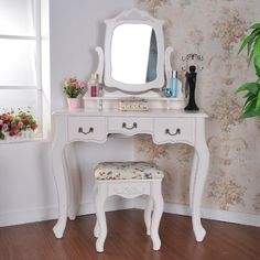 Shabby Chic Bedroom Setup - Tips and Nice Ideas for Inspiration - Home Decoration Corner Vanity Table, Ikea Vanity Table, White Vanity Table, Corner Makeup Vanity, Bedroom Makeup Vanity, Makeup Dresser, Furniture Vanity, Makeup Vanities, Office Furniture