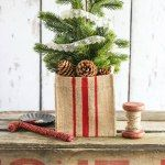 Just added my InLinkz link here: http://www.redcottagechronicles.com/holidays/diy-christmas-chalkboard-sign/