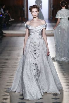 See the alternative wedding dresses and wedding dress inspiration from the spring/summer 2017 couture catwalks on Vogue.co.uk.
