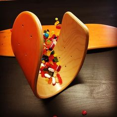 Trick or treat?! #happyhalloween at #roarockitskateboardeurope #orangedecks #crazyboards #handmade #yummywood #bendit #lovemaple #minicruiser #weekendvibes #mapleboards #colouredveneer #diy #mapleveneer #skateboards #cruisers