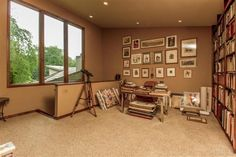 An artist's dream come true! Great room for an office or library