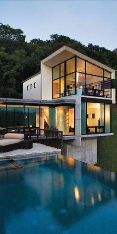Modular home with infinity pool