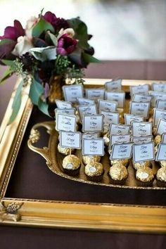 Edible escort cards or seating chart Great idea! Edible escort cards or seating chart Formal Wedding, Dream Wedding, Wedding Day, Wedding Gifts, Trendy Wedding, Perfect Wedding, Summer Wedding, Wedding Souvenir, Nautical Wedding