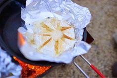 カマンベールチーズに蜂蜜をかけると、、、とろける!Fashion Flight: 冬の日帰りキャンプ@富士山麓。Winter Day Camp at Mt.Fuji