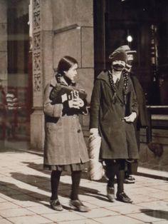 1930s Japan Japanese Outfits, Japanese Fashion, Vintage Japanese, Japanese Girl, Japanese Style, Yayoi Era, Showa Era, 30s Fashion, Japanese Textiles