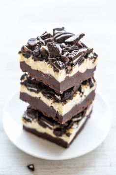 Loaded+Oreo+Cream+Cheese+Brownies+-+Ultra+fudgy+brownies+topped+with+cream+cheese,+white+chocolate+chips,+chocolate+chips,+and+Oreos!!+LOADED+to+the+MAX+and+soooo+good!+Easy,+no+mixer+recipe+that's+as+easy+as+using+a+mix!!