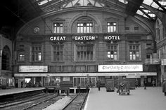 Liverpool Street Station 1977 Liverpool Street, London Street, London City, Vintage London, Old London, Old Train Station, Train Stations, East End London, Diesel