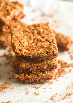 Crunchies (South African) Oatmeal Bar- Nutty, buttery, Sweet, and Crunchy – quite a treat these little wonders. Oven Chicken Recipes, Dutch Oven Recipes, Baking Recipes, Baking Ideas, Free Recipes, Rusk Recipe, Mexican Food Recipes, Dessert Recipes, Brunch Recipes