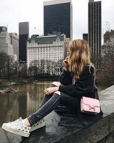 Wasiya Masrath 💕 New York Photography, Photography Poses, Travel Photography, New York Pictures, New York Photos, Travel Pictures, Travel Photos, Travel Ideas, Travel Pose