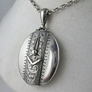 Beautiful Antique Victorian SIlver 'Button Garter' Locket