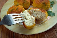 Le polpette di merluzzo e patate al forno sono un secondo ideale per i bambini, per fargli consumare il pesce più volentieri. Ecco la ricetta