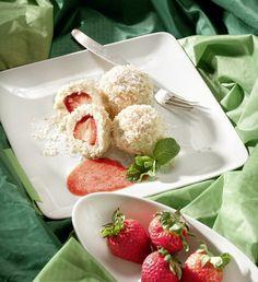 Kokos-Topfenknödel mit Erdbeeren Fingerfood Baby, Baby Finger Foods, Strawberry, Pudding, Fruit, Desserts, Finger Food Recipes, Potato Dumplings Recipe, Mousse Cake