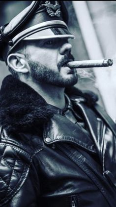 Cigar Men, Aviator Jackets, Pipes And Cigars, Cigar Smoking, Great Night, Fur Jacket, Leather Men, Jon Snow, Sexy Men
