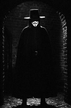 Hugo Weaving w filmie V jak Vendetta Hugo Weaving, Love Movie, Movie Tv, V For Vendeta, Tattoo Mascara, V For Vendetta 2005, V Vendetta, V For Vendetta Comic, Ideas Are Bulletproof