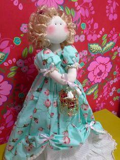 Boneca Russa feita pela artesã Millyta Vergara do Ateliê da Millyta com a coleção 025 - Shabby Chic da Tecidos Fabricart