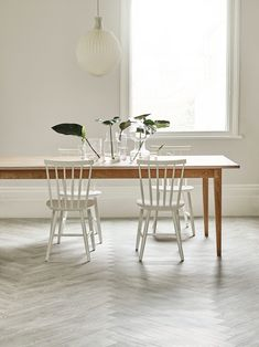 White Ash: Beautifully designed LVT flooring from the Amtico Spacia Collection - Amtico for your home Ash Flooring, Amtico Flooring, Types Of Wood Flooring, Flooring Ideas, White Wood Floors, Real Wood Floors, Amtico Spacia, Living Room Decor Curtains, Living Room Wood Floor