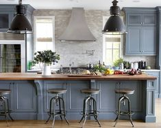 You have to see these blue kitchen cabinets with metallic accents. Love it! #KitchenDesign #HomeDecorIdeas @istandarddesign