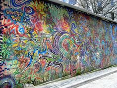 Graffiti in Paris~I really do find inspiration in this. It's beauty in the most interesting way.