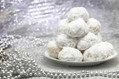 Learn how to prepare and make the Greek cookies Kourabiedes with this helpful recipe.