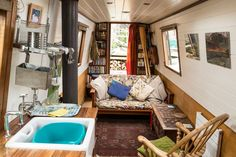 Stylish Narrow Boat in city centre. Interesting to set the small sofa across the room: makes for a less 'corridor' space. Small Space Living, Tiny Living, Small Spaces, Living Spaces, Mini Loft, Canal Boat Interior, Barge Interior, Interior Design, Houseboat Living