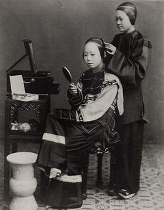 A Chinese woman and her maid, 1868. Photographed by Scottish photographer John Thomson (1837 - 1921), who lived in  China for several years, capturing a number of wonderful images.