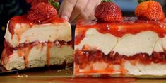 White Chocolate Strawberry Cheesecake -- Recipe with video instructions: Creamy white chocolate makes a classic strawberry dessert even more irresistible. Strawberry Desserts, Köstliche Desserts, Strawberry Cheesecake, Cheesecake Recipes, Dessert Recipes, Strawberry Jam, Chocolate Cheesecake, Strawberry Shortcake, Food Cakes