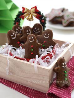 gingerbread man, gingerbread men, cookies, food-4tots, food for toddlers, Christmas, festive cookies, biscuits, toddler, children, kid, pick...