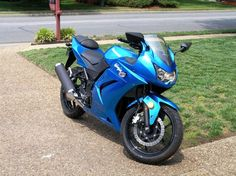 Ninja 250 R my first bike but mine was green Can I Drive, Ninja Bike, Lightning Mcqueen, Four Wheel Drive, Cool Toys, Cars And Motorcycles, Automobile, Wheels, Cool Stuff