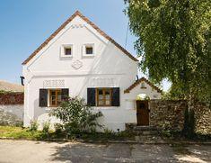 Szentbékkálla – Egy vidéki parasztház megújulásának története | Az otthon szépsége Rural House, Weekend House, European House, Village Houses, Traditional House, Home Fashion, Architecture Details, Beautiful Homes, Cottage
