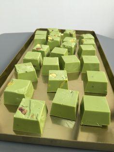 Cocoa meraki Green tea and pistachio white chocolate cubes