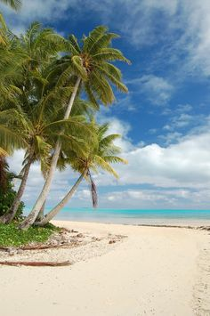 There are lots of small islands in the lagoon of Aitutaki in the Cook Islands. South Pacific
