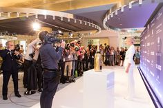 ON THE CARPET || VIPs. FASHION2NIGHT at EUROPA 2. || MIX IT Ausnahmsweise nur Party statt Kreuzfahrt / MIX IT For once just a party but no cruise. Foto: © Hapag-Lloyd Cruises