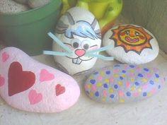 piedras de rio decoradas con formas de animales, aqui en el video muestro dos, una tortuga y un conejito, y fotos de algunas otras que he hecho,se pueden hac...