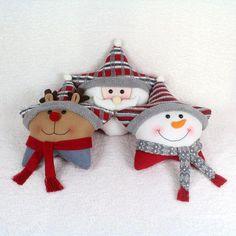 Cojines navideños decorados con fieltro Easy Christmas Ornaments, Christmas Clay, Felt Ornaments, Christmas Projects, Simple Christmas, Christmas Holidays, Christmas Decorations, Christmas Cushions, Christmas Crafts