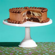 Malt Shop Marble Cake: This beautiful black and white cake gets an old-school touch from the signature malt shop flavor. Chocolate Malt, Chocolate Lovers, Teacher Cakes, Marble Cake Recipes, Dessert Recipes, Renz, Malted Milk, Unsweetened Chocolate, Cake Bars