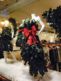 [UPDATED] Thursday, Dec. 4, 2014, is the Annual Holiday Stroll in West Hartford Center and Blue Back Square. By Ronni Newton and Joy Taylor UPDATES: Visitors to West Hartford's 2014 Holiday Stroll will have the opportunity to participate in an exciting scavenger hunt this year, with some fantastic prizes for the winners. To get a …