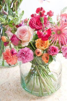 New flowers spring bouquet floral arrangements vase 46 Ideas Fresh Flowers, Pretty Flowers, Colorful Flowers, Orange Flowers, Summer Flowers, Arrangements Ikebana, Floral Arrangements, Bouquet Champetre, Deco Floral