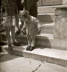 Voula Papaioannou : The new shoes -Athens Greece 1945 Facts About People, Athens Greece, Beautiful Islands, New Shoes, Old World, Vintage Photos, Little Girls, Cool Things To Buy, Nostalgia