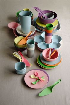 Zuperzozial duurzaam eco-servies - Spotted on Milledoni Creative Kids Rooms, Camping Dishes, Take The Cake, Cooking Gadgets, Cooking Tools, Baby Party, Toys For Girls, Plate Sets, Biodegradable Products
