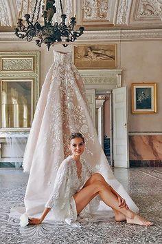 Wedding boudoir shots 10 / http://www.deerpearlflowers.com/getting-ready-wedding-photography-ideas/2/ #WeddingIdeasPhotography