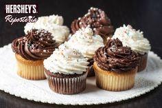 ¿Sabías que si añades la vainilla primero, realzará otros sabores como la Cocoa Hershey's®? #Hersheys #Chocolate #InspiraSonrisas #Repostería #Postres #Receta #DIY #Bakery #Pastel