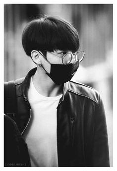 프리베트 파리둘키 Black and white BTS Jungkook