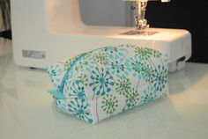 Fully lined zippered box pouch - pattern and tutorial - it's a ...