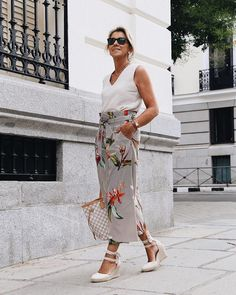 The Best Fashion Ideas For Women Over 60 - Fashion Trends Over 60 Fashion, Over 50 Womens Fashion, Fashion Over 50, Casual Outfits, Fashion Outfits, Fashion Tips, Fashion Trends, Mode Simple, 50 Style